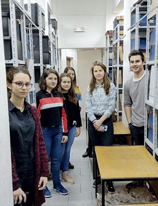 """ученическият екип на посещение в Държавна агенция """"Архиви"""""""